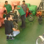 motorcycle_shipping_thailand_removing_gas
